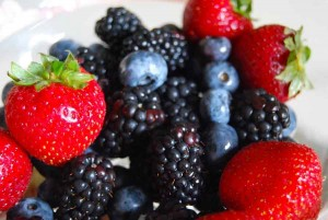 Infused-Water-with-Berries